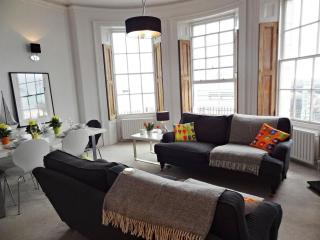 Brighton Beach Apartment - Super Stylish Rental