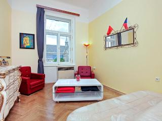 Cosy flat on a lovely square ., Praga