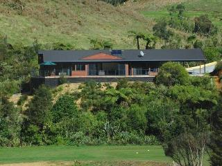 Luxury Escape Overlooking Golf Course, Kerikeri