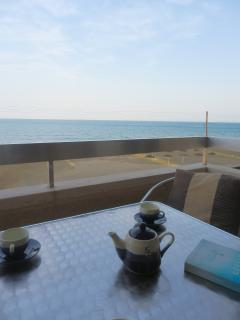 Enjoy your coffee, wine or beer on the seafront veranda with beach views.