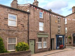 BLYTHE COTTAGE town centre, over three floors, woodburner in Hawes Ref 903554