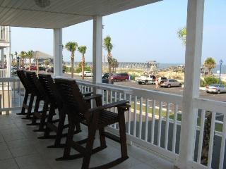 Dolphin Watch Condominiums - Unit 3 - Ocean Front - FREE Wi-Fi, Tybee Island