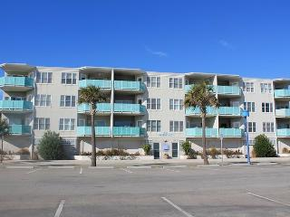 Sandpiper Condominiums - Unit 306 - Ocean Front Panoramic Views of Tybee Beach - FREE Wi-Fi, Isla de Tybee