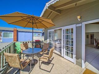 6 Bedroom 4 bath in the 100 Block of Newport Beach (68361) - Newport Beach vacation rentals