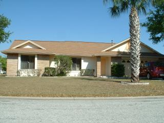 4 Bedroom Luxury Villa with WiFi and Pool, Kissimmee