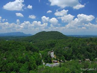 Bear Hugs Cabin - Tennessee vacation rentals