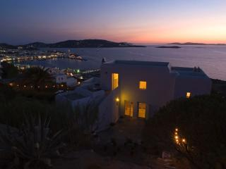 Ostria-Luxury Villa with pool in Mykonos Town