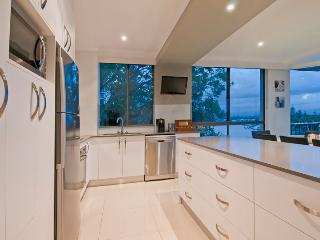 Surfers Sunsets - 2 Families - 1 Apartment, Surfers Paradise