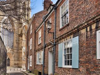 Outstanding 18th C. townhouse next to York Minster