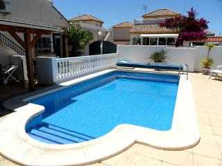 Lovely 2 bedroom with pool Conveniently Located, La Marina