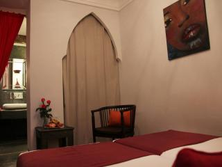 Room Sourire, this room can be arrange with a big double bed or twin beds.