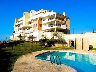 Apartment with swimming pool in lovely Bonalba, Alicante