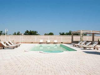 Nearco - apartment in country mansion with pool, Castellana Grotte