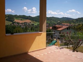 YELLOW HOUSE QUIET, NICE, 7 beds, Sant'Angelo in Vado