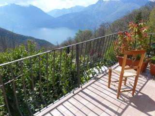 Lovely Flat in rural house with Lake view, Bellano