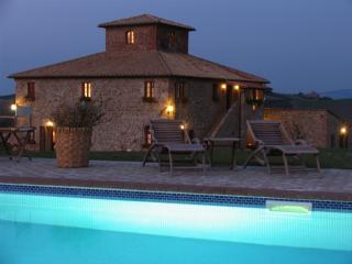 Ragoncino with pool at night