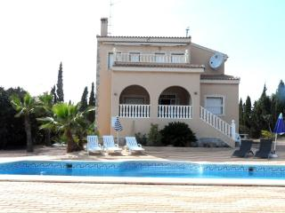 Lovely Holiday Home Private Pool Air-con Wi-Fi, Rojales