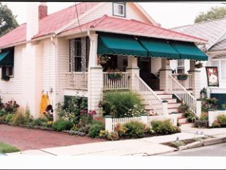 'Gaslight Cottage' CLOSE TO BEACH AND TOWN 92675, Cape May
