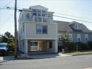 STONES THROW TO BEACH 92596, Cape May
