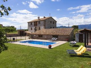 7 BR with bath, pool & garden, WIFI, padel tennis, Berga