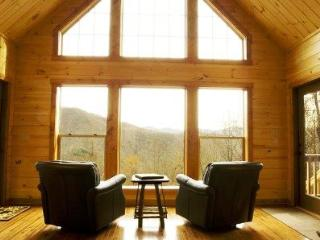 Millstone Lodge - Upscale Log Cabin with Captivating View, Hot Tub, Screened Porch, Fire Pit, Internet and More, Bryson City