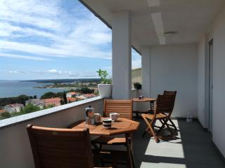 A Place For Real Vacation! Marti apartment, Rab Town