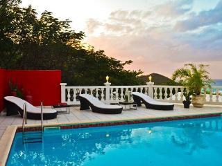 LA PETITE FLEUR.. A sexy, luxurious private retreat with fabulous views.  A perfect honeymoon villa!, Anse Marcel