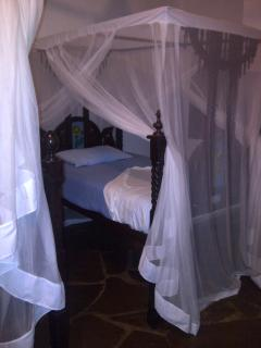 Bedroom with twin lamu beds & nets