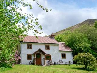 THE WILDERNESS, WiFi, patio with furniture, woodburning stove, Ref 913033, Snailbeach