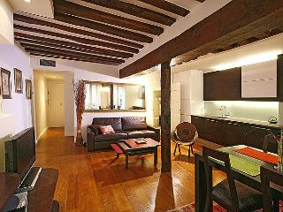 St Germain Market - 1BR Luxury Getaway - Paris vacation rentals