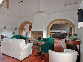 Capriolo - 5BR Luxury Tuscan Villa - Paris vacation rentals