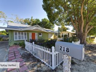 PRETTY 2br cottage on the west end near pier park, Panama City Beach