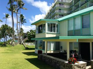 Beautiful Beachfront Cottage in Tropical Paradise, Hauula