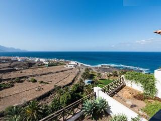 House in Agaete (Gran Canaria) over natural pools
