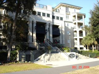 R-E-L-A-X  No Car Needed - 103 NORTH SHORE PLACE - Hilton Head vacation rentals