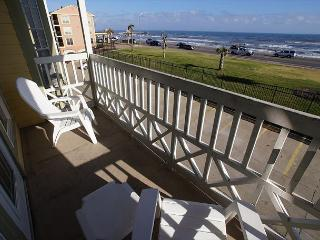 'Forever Summer' Beautiful gulf view condo on the Seawall!, Galveston