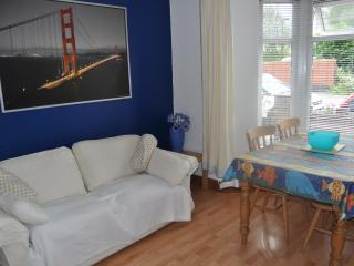 Cottage with hillside views, Cardiff (sleeps 7)