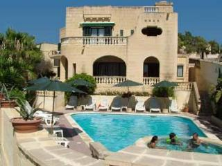 Villa Holiday apartment w/ swimming pool, Xlendi