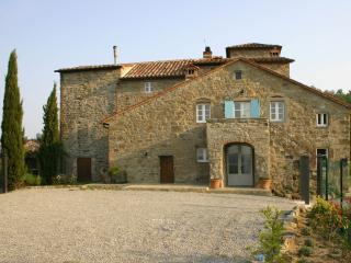 Tuscan villa with private pool and garden and breathtaking countryside views, Cortona