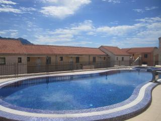 Modern 2BD apartment with view and pool, Becici