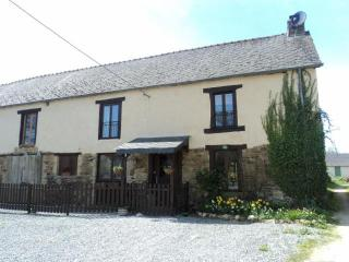 Breton Farmhouse with pool. Sleeps 9 in 5 bedrooms, Mohon
