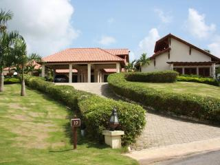 CASA DE CAMPO LUXURY HOME DIRECTLY ON GOLF COURSE - La Romana vacation rentals