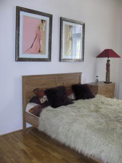 top quality bedlinen, and comfortable king size bed