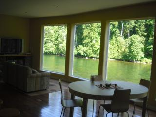 Right on the River vacation rental, Campbell River