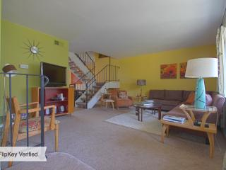 Beautiful, Spacious Townhouse in Heart of P.S., Palm Springs