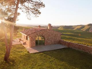 Astounding Tuscan country villa with breathtaking views and a pristine pool, sleeps 4, Volterra