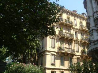 Bright 3 bedroom partment in Nice city centre