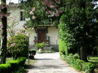 Spacious 2 bedroom holiday apartment in quintessential Tuscan villa offers shared pool, private garden, Barga