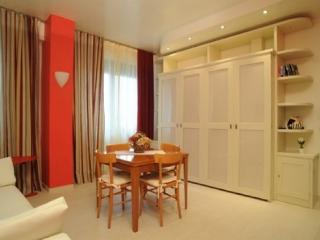 Sienahomeandsailing-Red apartment