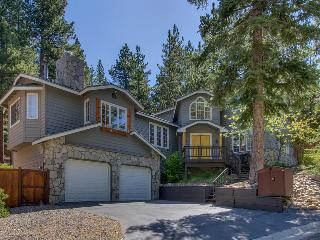 Gorgeous home with pool table, walking distance to trails and national forest - Prima Del Norte, South Lake Tahoe